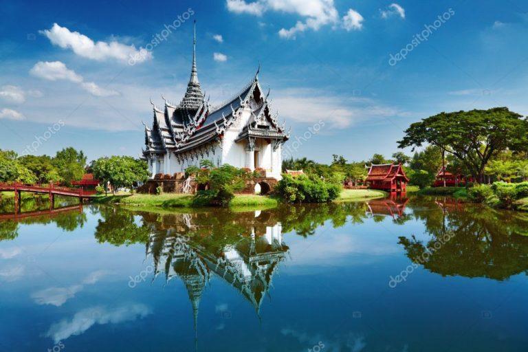 depositphotos_1592861-stock-photo-sanphet-prasat-palace-thailand